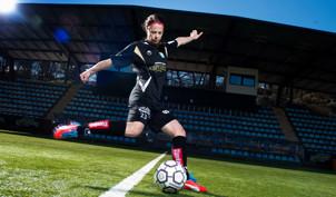 Johanna Almgren spelar från start igen.