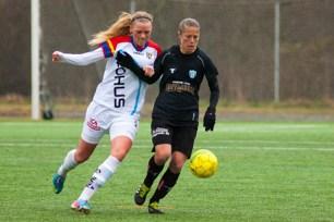 Nyförvärvet från Lyon, Sabrina Vigurier spelade från start i mittförsvaret.