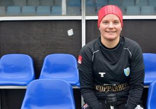 Sara Lindén pustar ut efter matchen mot Jitex. Trots magsjuka i veckan var anfallaren, som gjorde matchens första mål, en av de bästa spelarna på planen på lördagseftermiddagen. Foto: MICHAEL LUND