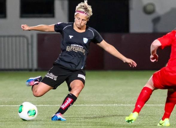Lisa Ek gjorde sin sista match för KGFC i onsdags, seger med 1-0 borta mot Mallbacken. I går gjorde hon sin sista träning med laget. Foto: PER MONTINI
