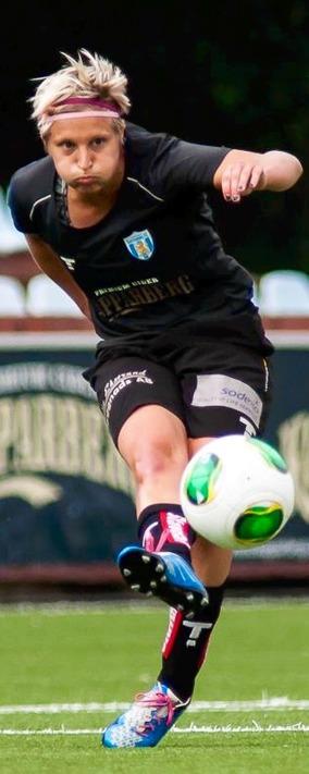 Lisa Ek hoppas inom kort kunna avsklöja sin framtida klubbadress i utlandet. Foto: PER MONTINI