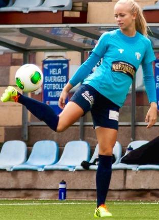 Fanny Lund gjorde allsvensk debut i bortamatchen mot KIF Örebor, agerade lugnt och tryggt och går inte att lasta för målet. Foto: PER MONTINI