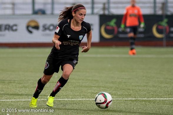 Danielle van de Donk var kanske bästa spelare i KGFC på söndagen. Holländskan kommer allt bättre in i sitt nya lag, visar bra attityd och arbetskapacitet. Foto. PER MONTINI