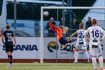 Fanny Lund gjorde sin bästa match hittills i KGFC-tröjan. Och visst utsågs 18-åringen till matchens lirare. Foto. PER MONTINI