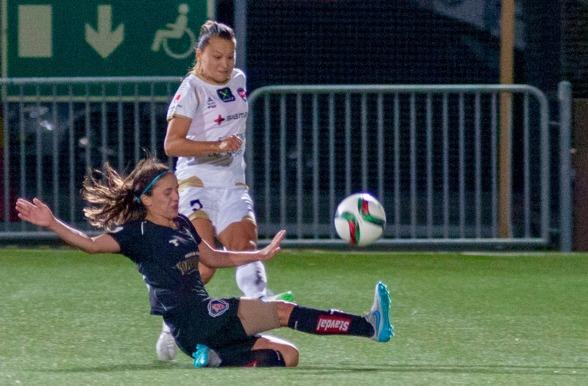 Danielle van de Donk har vuxit förvarje match sedan hon anslöt till KGFC efter VM-uppehållet i somras. I går var hon åter en gång en av planens bästa spelare. Foto: Per Montini