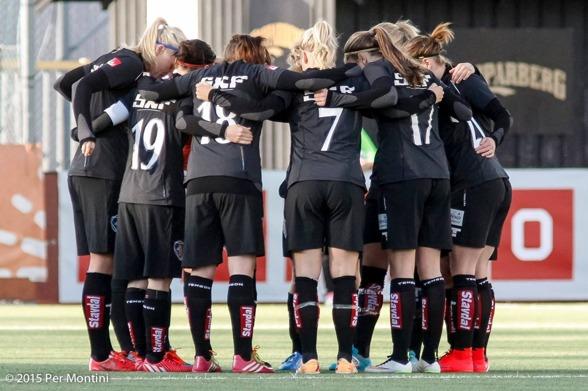 Bortamatchen mot Linköping gick inte KGFC:s väg. Nu gäller det att hålla om, att resa sig tillsammans inför säsongens sista tre matcher. Foto: PER MONTINI