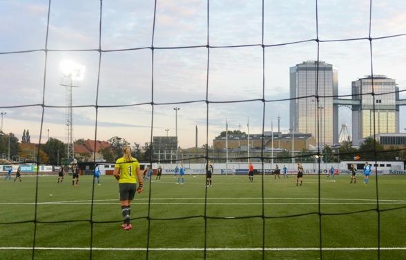 KGFC:s F19-tjejer avslutade säsongen med en fin insats mot IFK Kalmar. Ofta var spelet förlagt långt i från Göteborgs straffområde- Men till slut blev det ändå en knapp förlust. Foto. TORE LUND