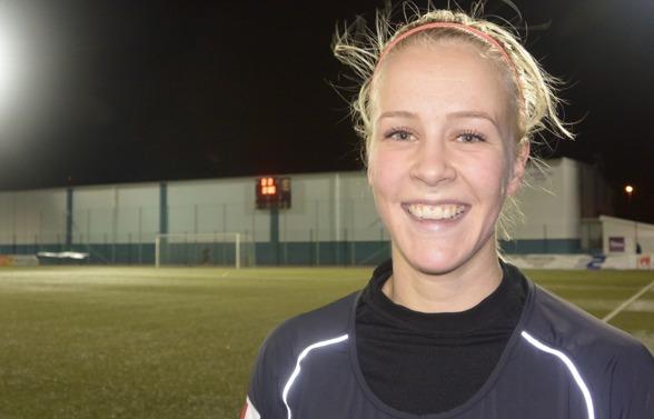 Adelina Engman gjorde första målet i cupmatchen mot Jitex. Det var tredje matchen i rad som den finska landlagstjejen hittade nätmaskorna - riktig höstform alltså! Foto: TORE LUND