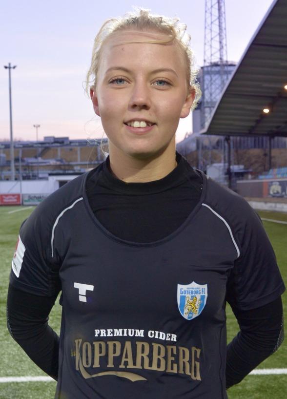 Nathalie Persson dunkade in 2-0-målet från 20 meter. Timmar och åter timmar av skottnötande på egen hand betalar sig! Foto: TORE LUND