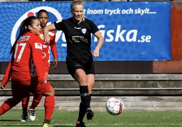 Adelina Engman, här på en bild från matchen mot KIF Örebro för någon vecka sedan, trivvs ypperligt mot Kristoianstad. På lördagen gjorde hon tredje målet mot dem på de senaste två matcherna. Foto. PER
