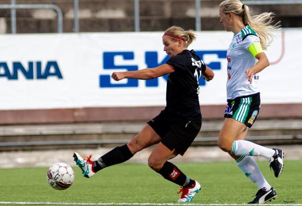 Sara Lindén går mot en av sina hittills bästa säsonger i karriären. Hyllad av alla, men själv sätter hon som vanligt laget före jaget. Foto. PER MONTINI