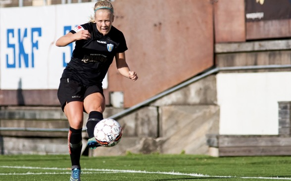 Adelina Engman gjorde både 1-0 och 3-1 i lördagens match mot KFDD. Foto: PER MONTINI