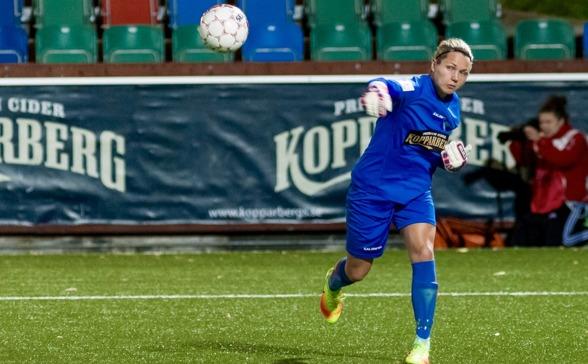 Jennifer Falk stannar i KGFC. I dagarna har den nyblivna landslagsmålvakten skrivit på ett kontrakt som sträcker sig över 2 + 1 år. Härliga nyheter! Foto: PER MONTINI