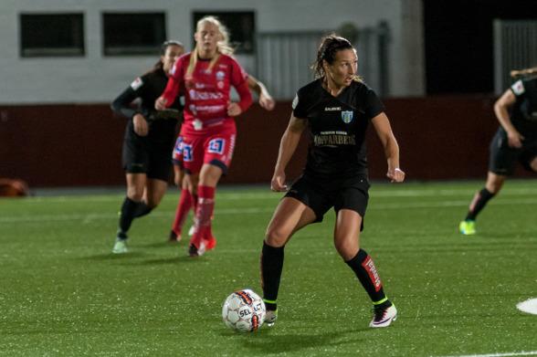Tack Anna Ahlstrand för dina år som spelare, förebild och kompis i KGFC, 2002-2005 och 2009-2016. Foto: PER MONTINI