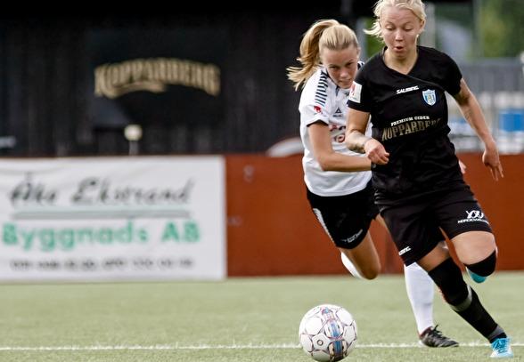 I en ovan position på innermittfältet övertygade Nathalie Persson – trots förlust i träningsmatchen mot norska Röa IL. Foto: PER MONTINI