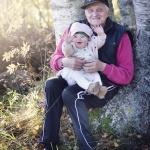 Clara 11 mån, Alf nästan 80 år