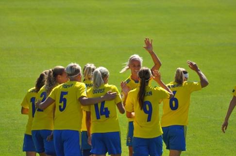 Fotbollstjejerna gav publiken en fanstastisk härlig fotboll på Örjans Vall i Halmstad 2013