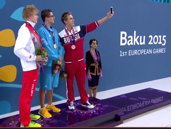 En selfie på prispallen skall man ju ta. Herrarna på 50m fjärilsim