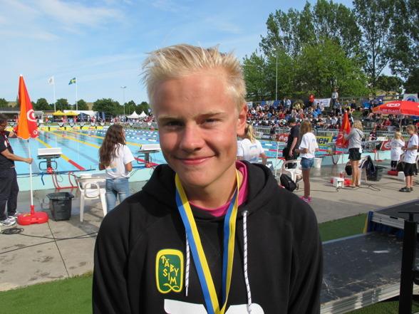 Oscar Ericsson vann äldsta klassens 400m medley. Två segrar för Täby i denna gren.