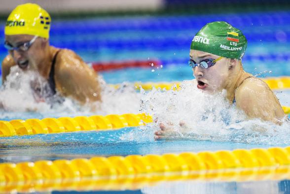 Jennie Johansson och Ruta Meilutyte leder 50m bröstsim efter semin