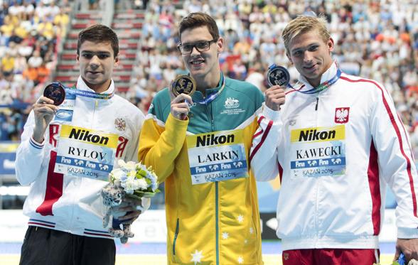Australiens Larkin vann också 200m ryyggsim