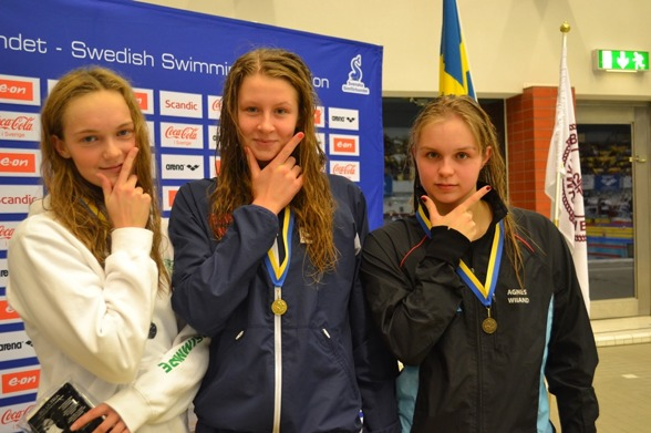 Marlene, Sophie och Agnes heter medaljörerna på 200m medley för damerna i äldsta klassen
