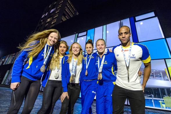 De svenska medaljörerna på EM 2013 - frv. Louise Hansson, Magdalena Kuran, Sarah Sjöström, Jennie Johansson, Michelle Coleman och Simon Sjödin