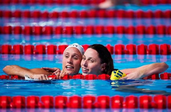 Rikke Möller Pedersen och Jennie Johansson efter semifinalen på 100m bröstsim