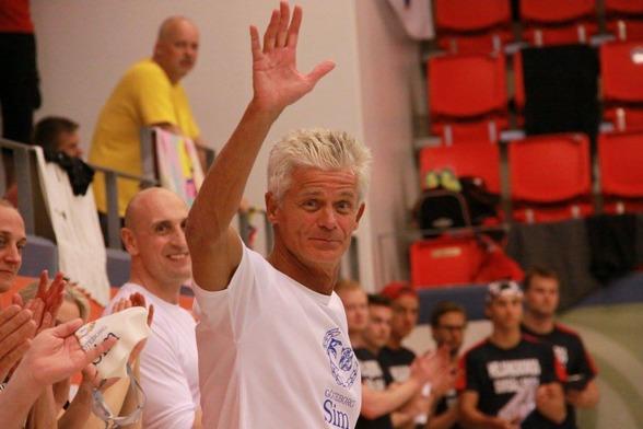 Leonard Bielicz vid prisutdelningen där han hyllas för Europarekord på 50m fritt i klassen 65-69 år