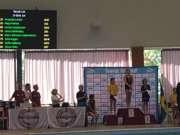 Amanda Lundin blott 10 år gammal, vinner USM-guld på 1m.