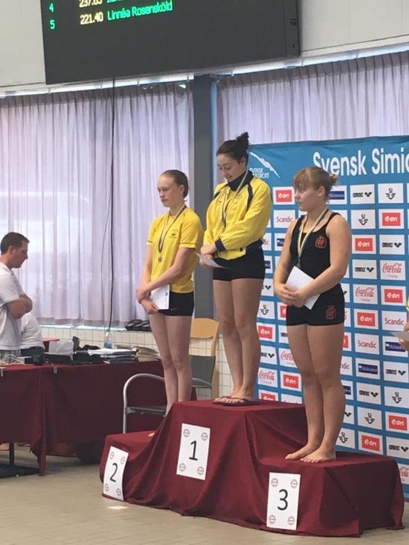 Jönköpings SS och Christina Stefanidou i topp när A-tjejerna summerade sin tävling i hopptornet.