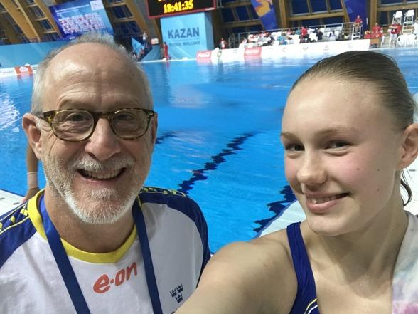 En glad Emma efter väl genomförd final tillsammans med coach Brian Bungum.