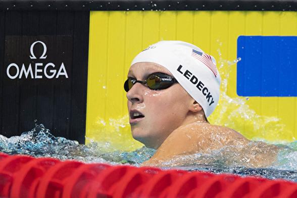 Världssimningens största stjärna - Katie Ledecky leder 400m fritt
