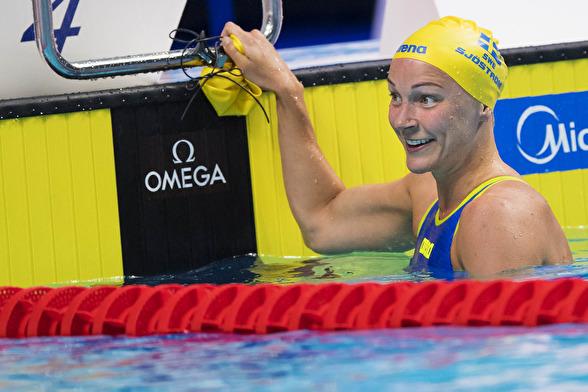 Sarah Sjöström leder 100m fjäril efter semifinalen