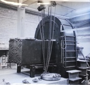 Tryckpressen som användes vid trycksättning av klotet på bilderna ovan och kunde uppbringa tryck på 14000 ton.