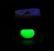 Om en diamant är transparent för kortvågigt UV-ljus tillhör den antingen TypII eller TypIaB. Det gröna skenet betyder att stenen är transparent för kortvågigt uv-ljus och tillhör någon av ovan nämnda typer. Detta betyder att diamanten (om den är färglös) behöver testas ytterligare för att se om den är syntetisk eller utsatt för HPHT behandling. Är en färglös diamant inte transparent för kvuv betyder det att den är naturlig och obehandlad. För färgade diamanter gäller dock andra sanningar.