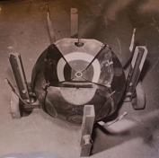 """""""klotet"""" är den konstruktion som tillslut lyckades framställa de första syntetiska diamanterna. Bilden visar klotet som det såg ut inför ett test. Ett av de sex städen saknas fortfarande för att bilden ska bli mer informativ."""