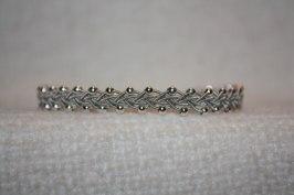 Produktnamn LILJA, bredd ca 0,7 cm. I beställningsformuläret bestämmer du hur långt armbandet ska vara. Pris:390SEK