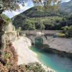 September. Lågvatten i floden vid Lago di Scanno