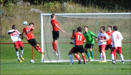 Bakary Njie nickar in 0-2 för Granlo och gör uppförsbacken för Söråker ännu brantare. Foto: Fredrik Lundgren.