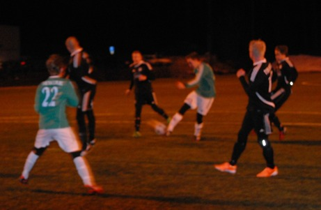"""Vilken stänkare! Christian """"Chippen"""" Isaksson trycker upp 3-0 i krysset för sitt Essvik i kvällens första match mot Medskogs. Foto: Janne Pehrsson, Lokalfotbollen.nu."""
