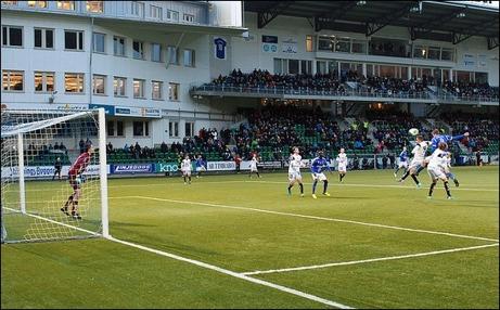 Johan Eklund avslutade GIF Sundsvalls målskytte när han nickade in 4-0 mot sitt gamla lag Brage. Foto: Anders Thorsell (klicka på bilden för fler av Anders bilder från matchen).