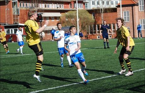 Kuben tar ledningen mot Forssa efter en dubbelnick. Stefan Lagergren nicklobbar in 1-0...