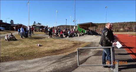"""Ånge IF hade hoppats på publikrekord i hemmapremiären men fick """"nöja"""" sig med 372 åskådare i det fina vädret. Foto: Ulf Stecksén, Ånge."""