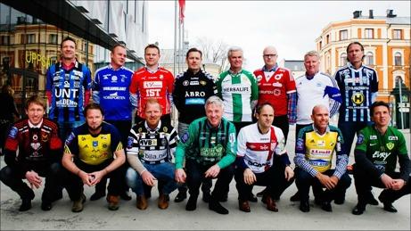 """Superettans tränare 2014. Övre raden fr v: Kim Bergstrand (Sirius), Roger Franzén (GIF Sundsvall), Roberth Björknesjö (Öster), Thomas Askebrand (GAIS), Nanne Bergstrand (Hammarby), Patrik Werner (Degerfors), Peter """"Kuno"""" Johansson (Värnamo) och Niclas Tagesson (Husqvarna). Nedre raden fr v: Graham Potter (Östersund), Joakim Persson (Ängelholm), Jörgen Pettersson (Landskrona), Jörgen Wålemark (Varberg), Azrudin 'Valli' Valentic (Assyriska), Tor-Arne Fredheim (Ljungskile) och Mats Gren (Jönköpings Södra). Foto: Svenska Fotbollförbundet."""