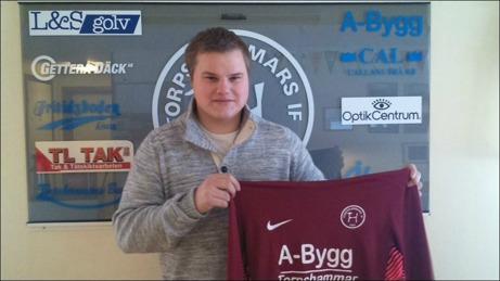 Simon Eriksson väljer att vakta Torpshammars mål i femman före division 4-spel med Fränsta.