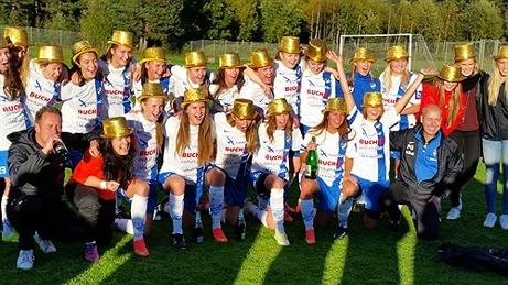 Guldhattarna på! IFK Timrås damer pallade för trycket och vann mot Härnösand i sista omgången och tog hem seriesegerna i division 2 Mellersta Norrland 2015. Bild: IFK Timrås hemsida.