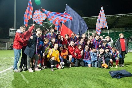 SELÅNGER FK vann Norrlandstvåan 2012 och firade tillsammans med sin entusiastiska hemmaklack.