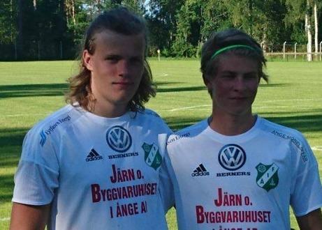 15-årige Tobias Engström och junioren Wilmer Grelsson är två talanger som borde tillhöra Ånge IF:s framtid. Foto: Örjan Strand.