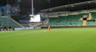 En ensam man och hans tanker. Timrås målvakt Johan Sjöberg hade en ovanligt lugn afton i DM-finalen. Foto: Lokalfotbollen.nu.